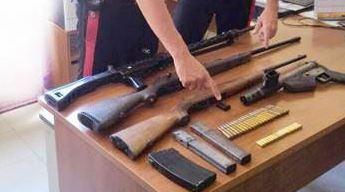 Fucili e mitra nascosti in cantina, due arresti a Reggio Calabria