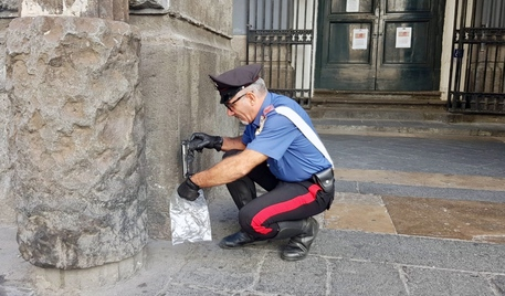 Lanciarono armi davanti al Teatro San Carlo di Napoli, due arresti