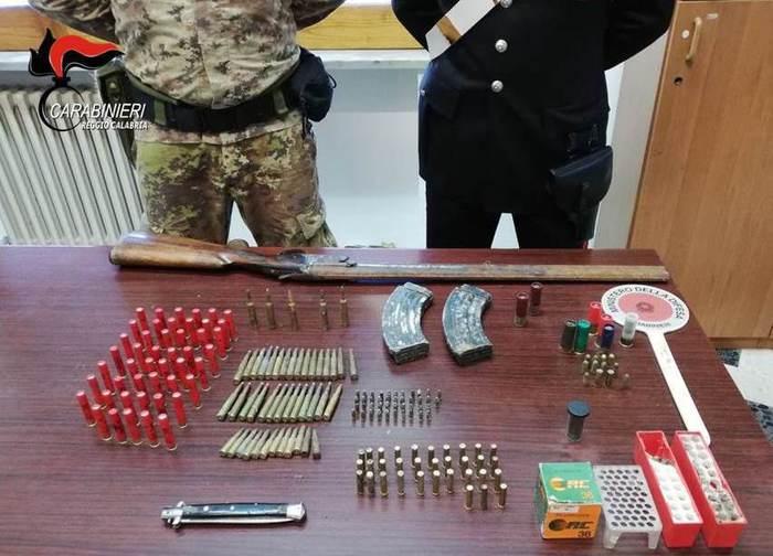 Nascondeva in casa armi ed anche munizioni da guerra: arrestato a  San Giorgio Morgeto