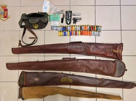 Ragusa, trovata dalla Polizia una cassaforte con dentro fucili e munizioni