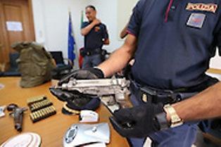 Catania, gli trovano un arsenale: arrestate due persone