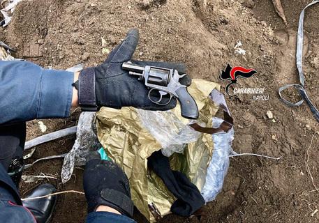 Ercolano, trovate pistole e cartucce sotterrate nei pressi degli scavi