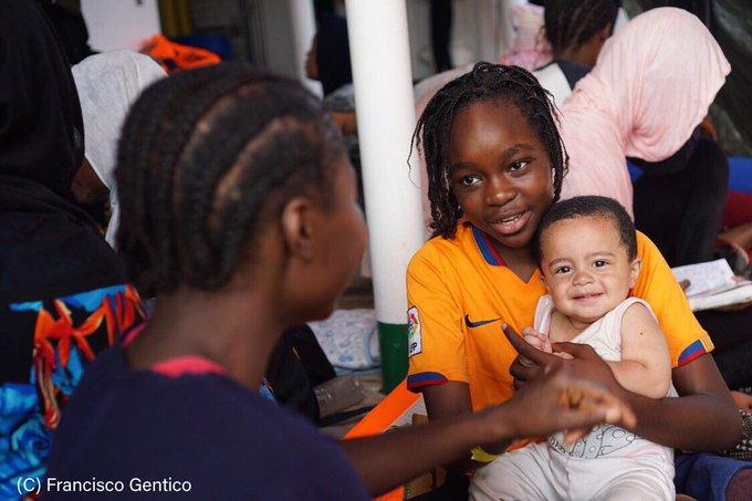 Migranti,  Richard Gere vola per  Lampedusa per sostenere 'Open Arms'
