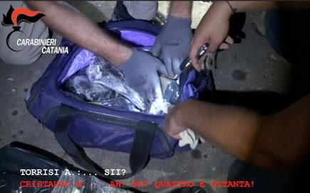 """Catania, blitz al """"supermarket"""" della droga: 35 persone arrestate"""