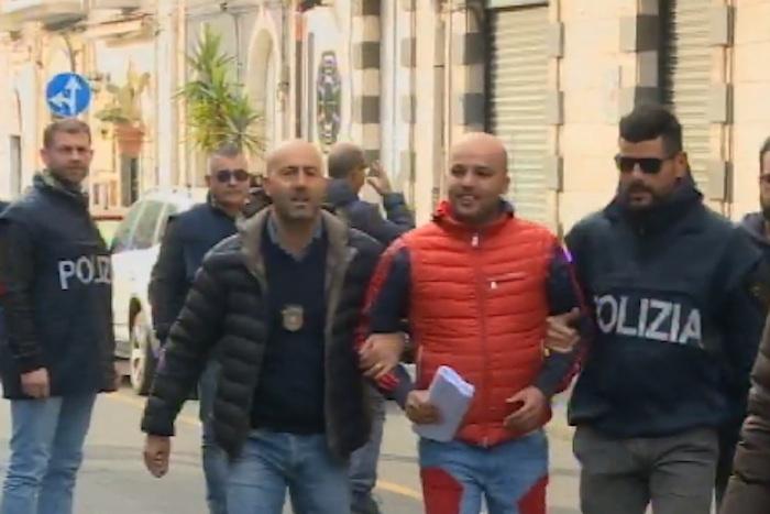 Catania, tra bare e ambulanze scattano 37 arresti per droga