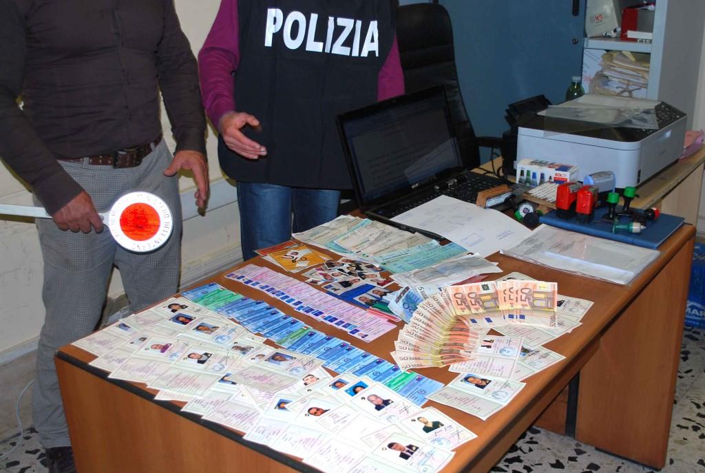 Criminalità, falsi documenti per migranti: arresti a Genova