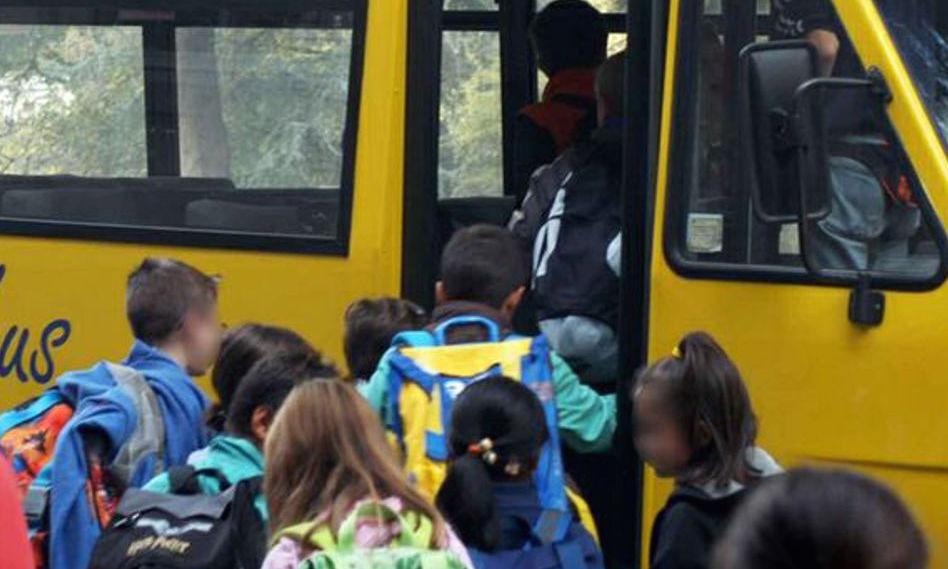 Appalti truccati per lo scuolabus a Castronovo, sei arresti
