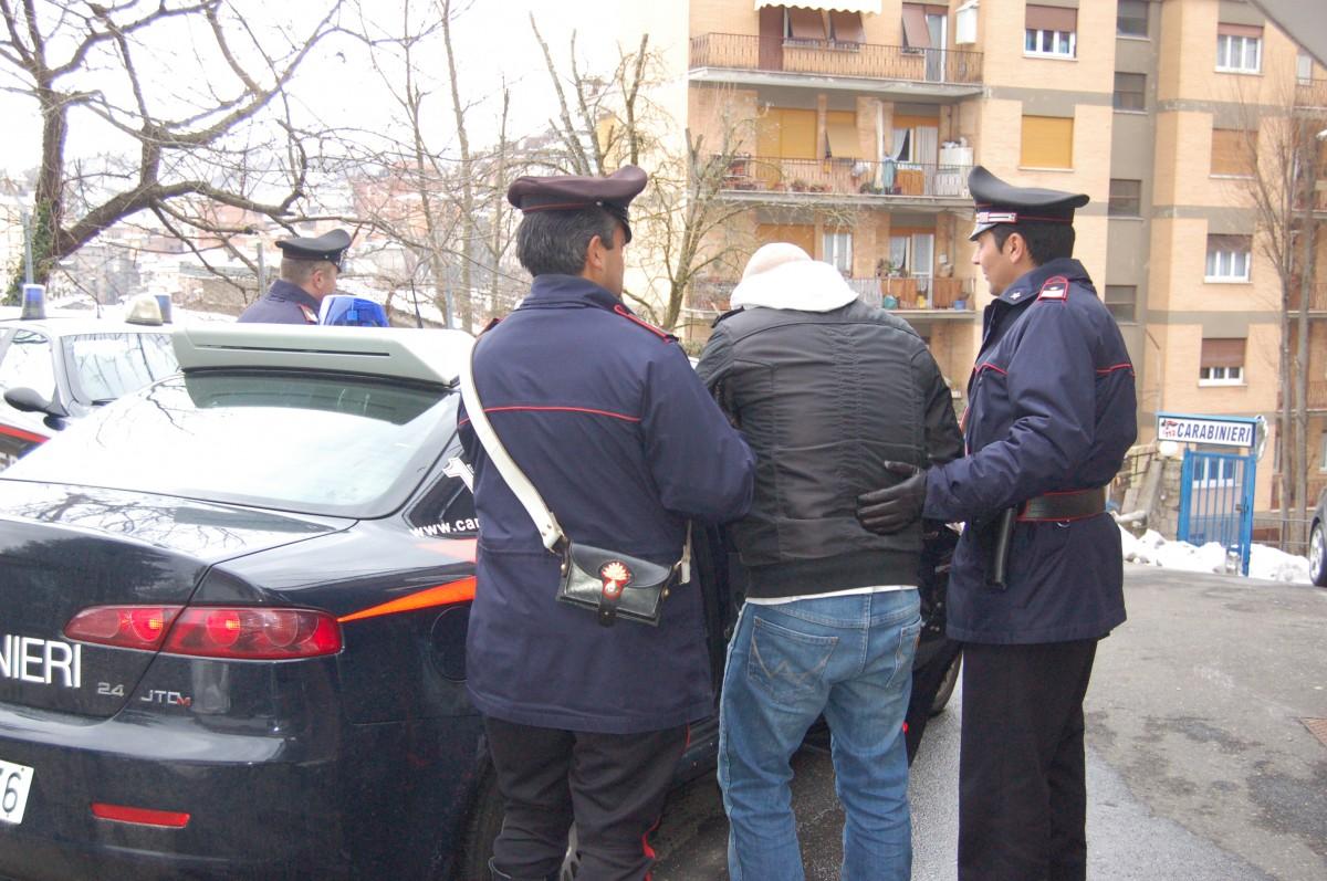 Catania, fa razzia di capi di abbigliamento a Decathlon: arrestato
