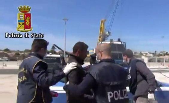 Sbarco di migranti a Pozzallo, la polizia ferma 4 presunti scafisti