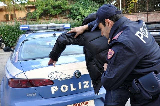 Catania, tenta il furto e fornisce false generalità: arrestato