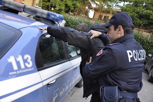 Roma, non paga la droga: sequestrato e picchiato