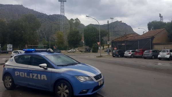 Chiede passaggio e rapina l'automobilista, arrestato a Palermo