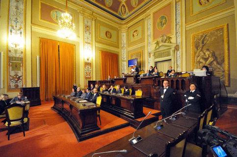 """Parlamento siciliano """"lumaca"""":  solo due leggi al mese approvate"""