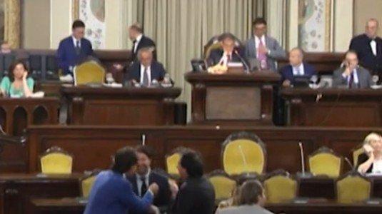 Finanziaria Sicilia, i sindacati: 36 deputati hanno saccheggiato il fondo pensioni