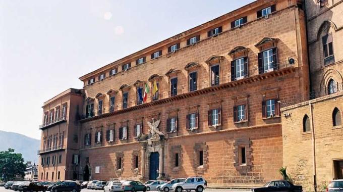 Stipendi d'oro, i burocrati dell'Ars guadagneranno 240 mila euro l'anno