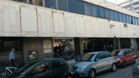 Truffa aggravata, sospesi tre dipendenti dell'Asl di Taranto