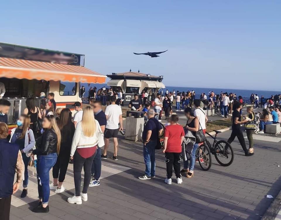 Controlli anti covid a Catania, sciolti diversi assembramenti