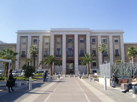 Assenteismo al Policlinico di Bari, indagati quattro dipendenti
