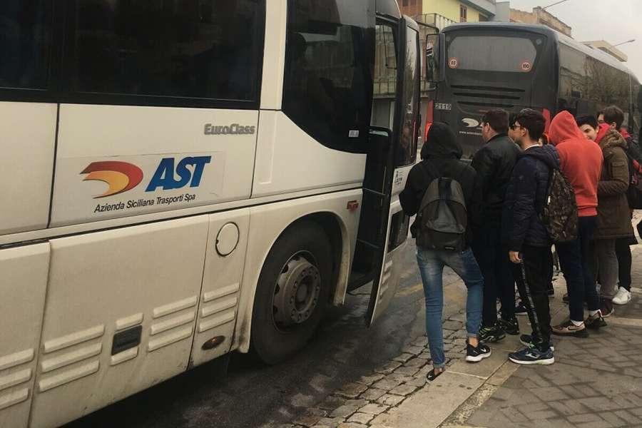 Trasporto scolastico, il Comune di Modica chiede all'Ast più mezzi