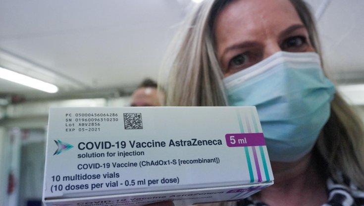 Da Palermo a Siracusa al via i vaccini di AstraZeneca: Sicilia in 'giallo'