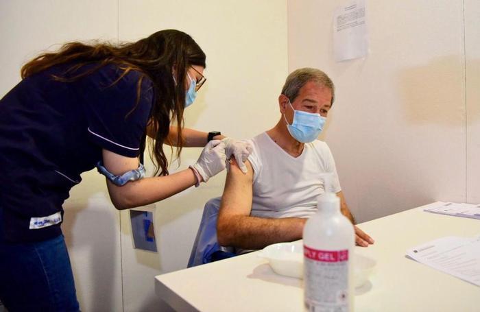 Musumeci si vaccina all'hub di Catania: prima dose con AstraZeneca