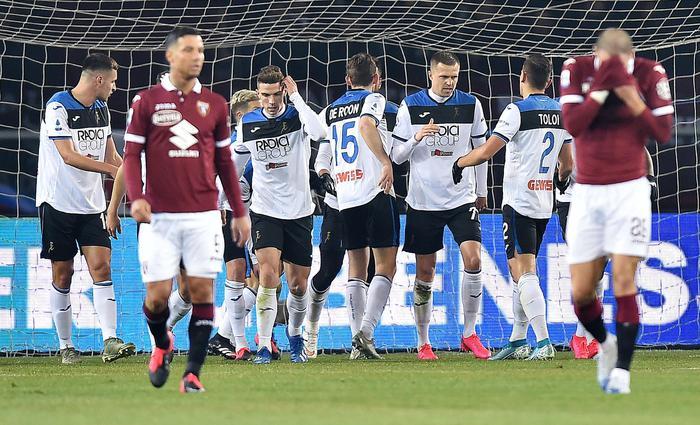 L'Atalanta incorna il Toro, 7 gol in trasferta e Mazzarri chiede scusa ai tifosi