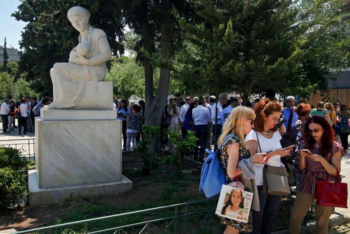 Forte scossa di terremoto ad Atene: paura ma niente danni