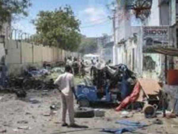 Attacco terroristico a Mogadiscio, 9 morti: ferito governatore