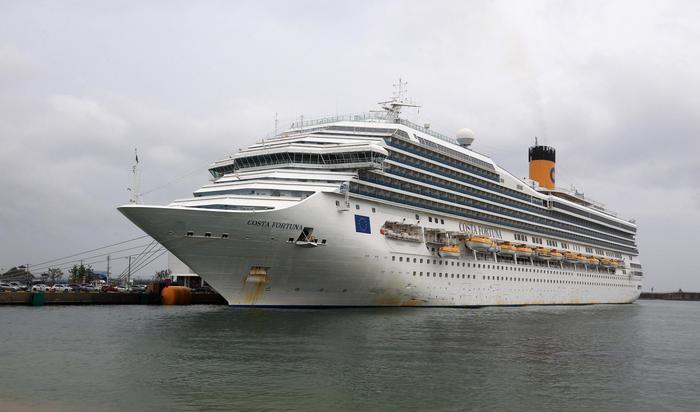 """Coronavirus, bloccata la 'Costa Fortuna"""" in Thailandia: niente attracco per 173 italiani a bordo"""