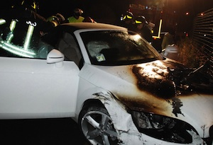 Floridia, Audi TT va in fiamme nella notte in via Piave