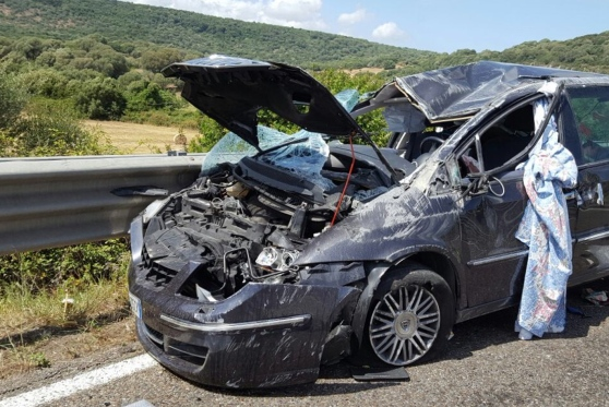 Auto  contro il guard rail, due feriti ad Augusta: uno è grave