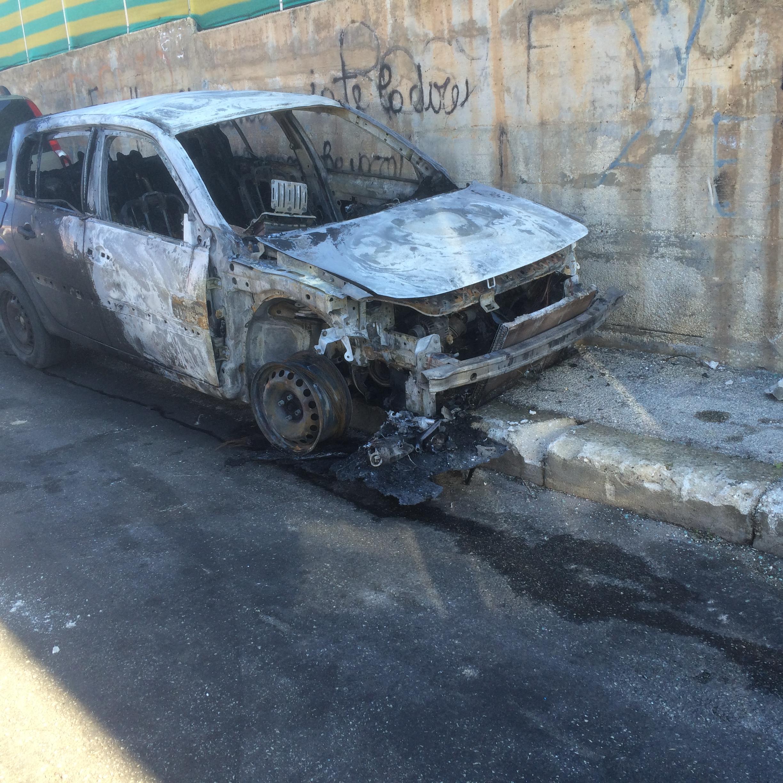 """Floridia, """"avvertimento"""" con il fuoco: bruciata un'auto"""