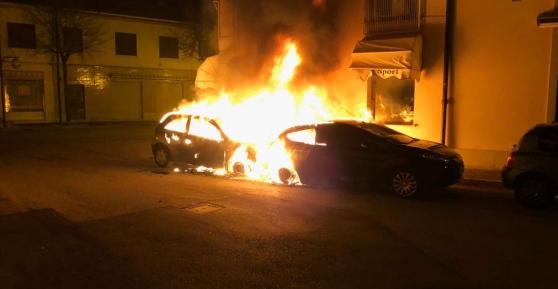 In fiamme nella notte l'auto di un ex assessore di Canicattì: fuoco doloso