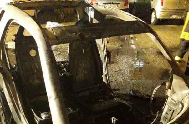 Ragusa, a fuoco l'auto di ex sindacalista: probabile atto intimidatorio