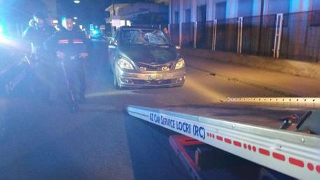 Incidenti, auto investe una coppia a Locri: lui morto, lei ferita