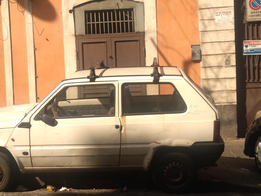 """""""Migliaia di auto abbandonate nelle strade di Catania, si intervenga"""""""