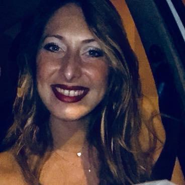 Con l'auto contro un albero, muore una trentenne a Mazzarino