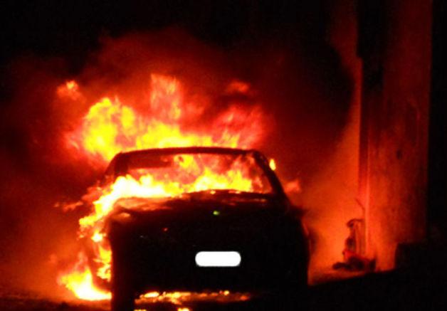 Avola, auto parzialmente distrutta dal fuoco nella notte in via Piave