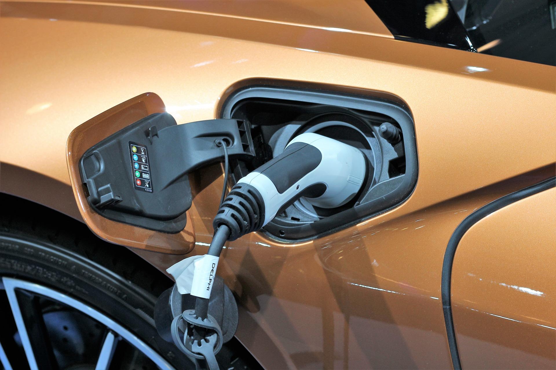 Auto elettriche e ibride, previsto un 2020 in forte crescita (+60%): i modelli più attesi