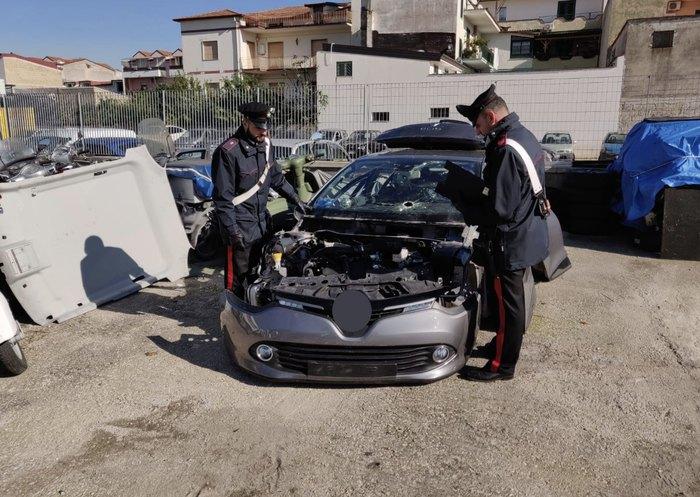 Diciassette arresti a Napoli per riciclaggio di auto rubate