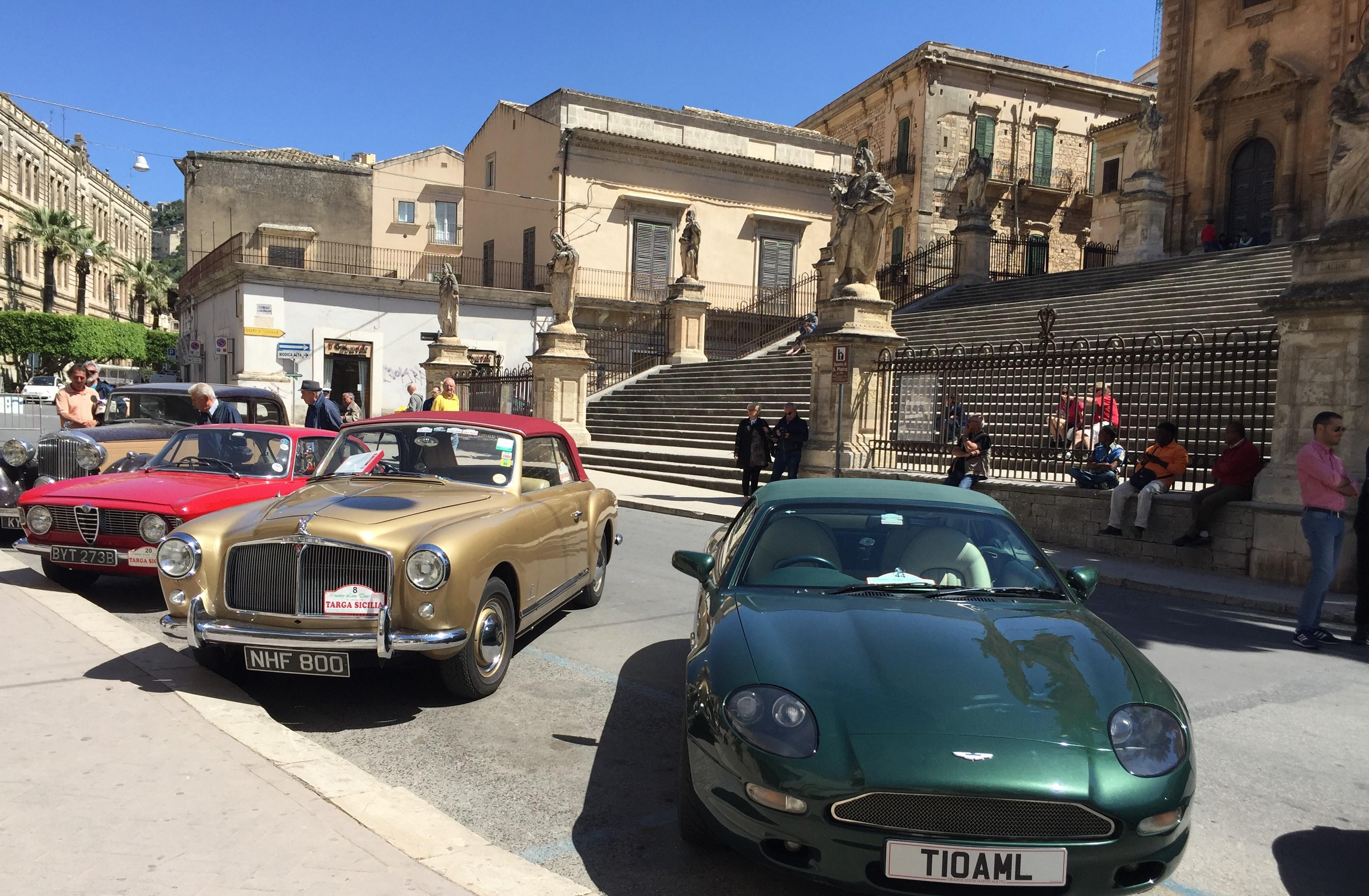 Modica, auto storiche in passerella lungo il corso Umberto