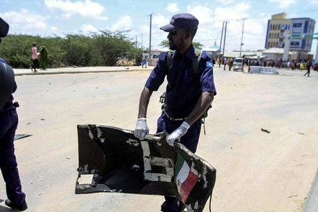 Autobomba coinvolge un convoglio italiano in Somalia, morti 4 bimbi