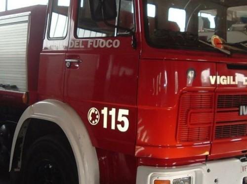 Sommatino, intimidazione al sindaco: appicato il fuoco alla porta del suo studio