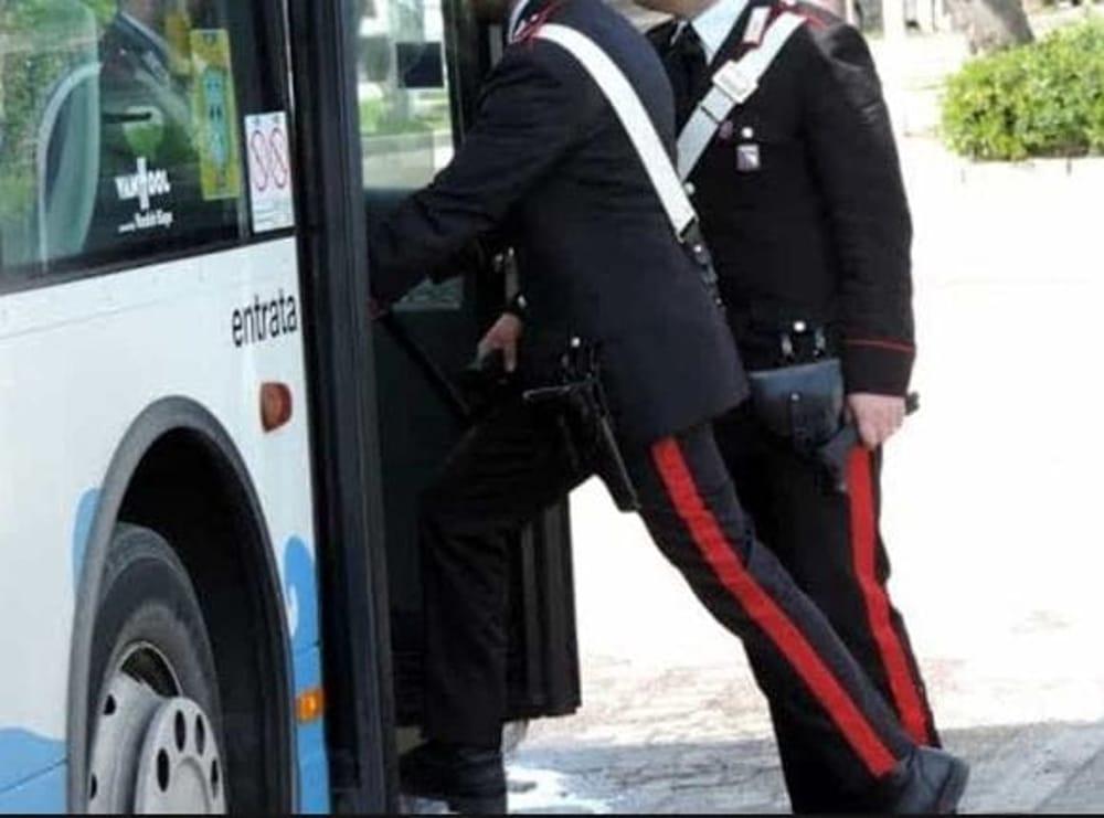 Siracusana  palpeggiata sul bus per Catania: pakistano arrestato a Lentini