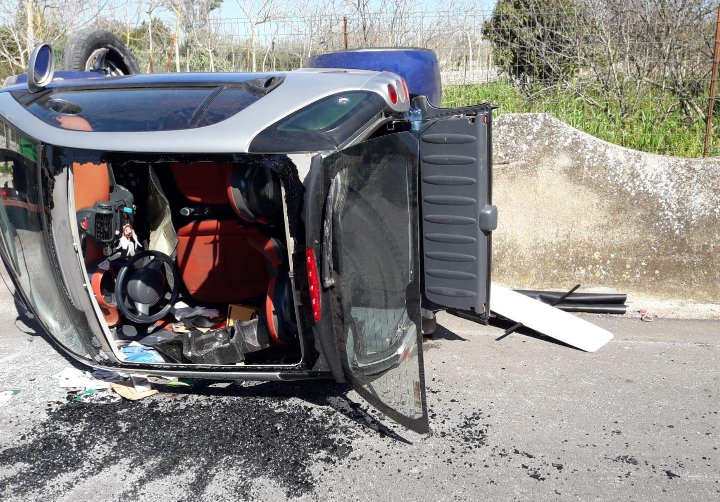 Modica, auto contro un muro: ferita una donna di ventinove anni