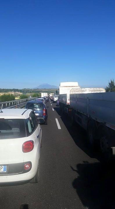 Incidente tra due camion sull'autostrada Siracusa-Catania: un ferito in elisoccorso al Cannizzaro