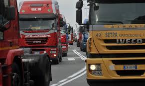 La rabbia degli autotrasportatori: domani blocco dei porti in Sicilia e Sardegna