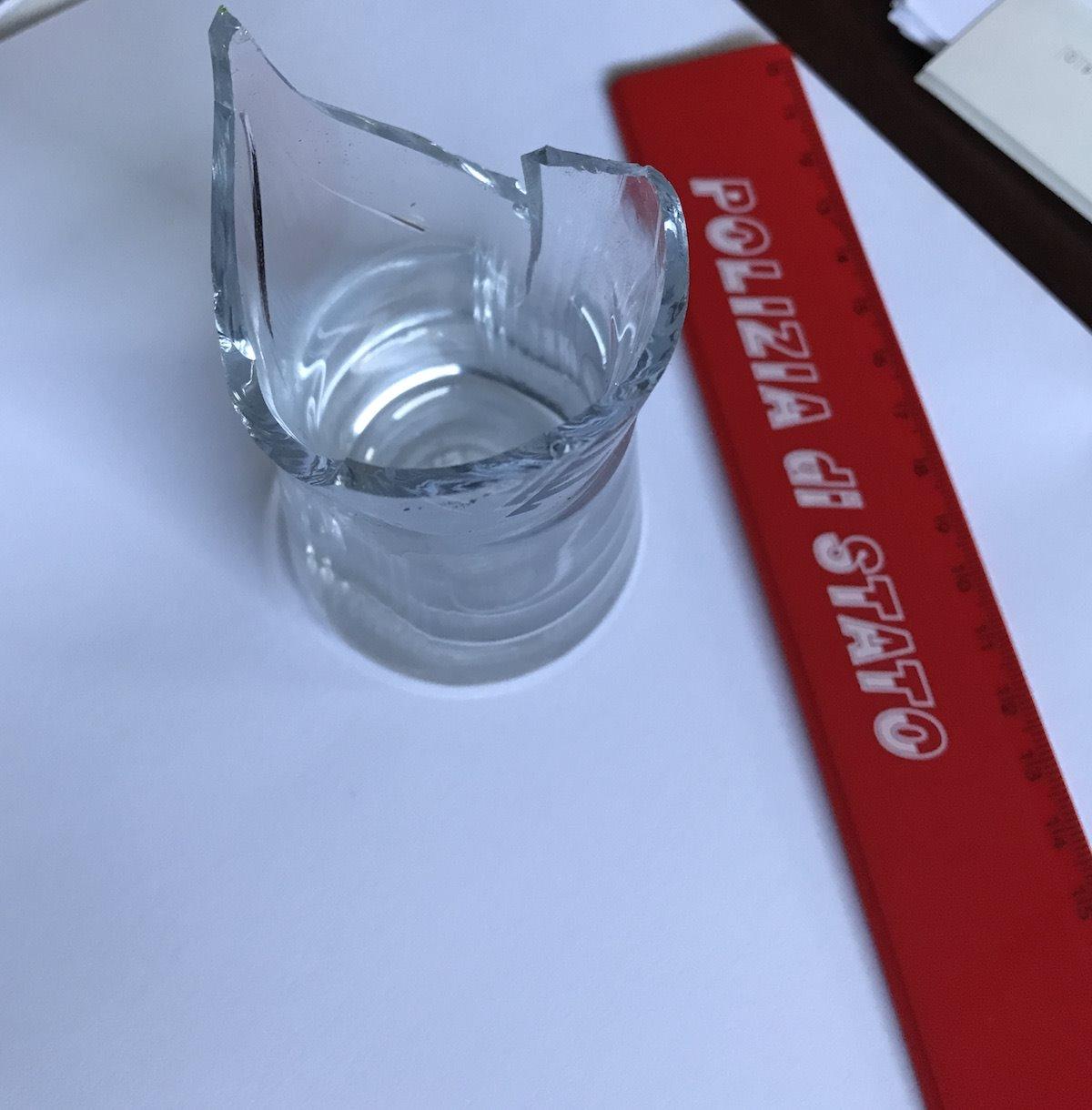 Avola, aggredisce il compagno al volto con bicchieri di vetro