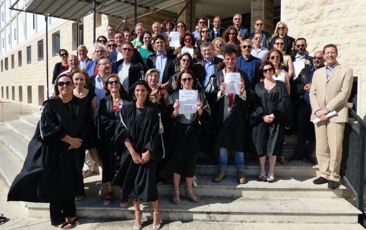 "Diritti negati,  flash mob a Siracusa degli avvocati ""Liberi"""