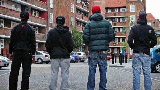 Baby gang, a Napoli fermato un diciottenne con un coltello